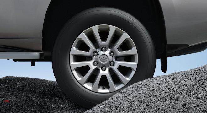 giá xe Toyota Land Cruiser Prado 19